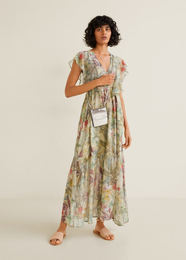 f48bda19703 Βρήκαμε τα φλοράλ φορέματα που θα σας κλέψουν την καρδιά φέτος την ...