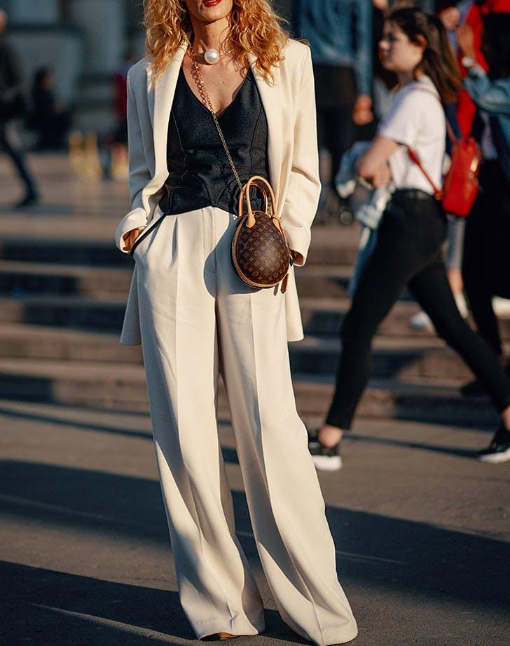 5 ρούχα που κάθε μικροκαμωμένη γυναίκα πρέπει να έχει στη