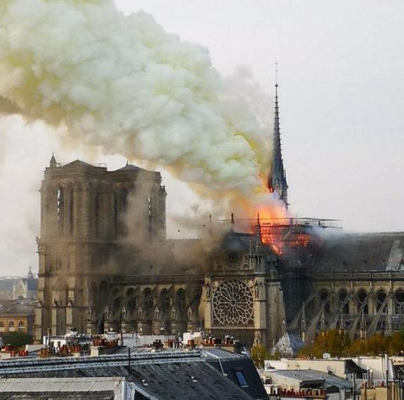 συναγερμός-στη-γαλλία-μεγάλη-φωτιά-στ