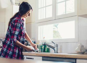 το-πλύσιμο-των-πιάτων-μπορεί-να-μειώσε