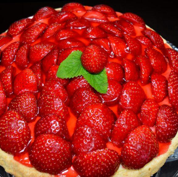 η-πιο-εύκολη-τάρτα-με-φράουλες-που-έχετ