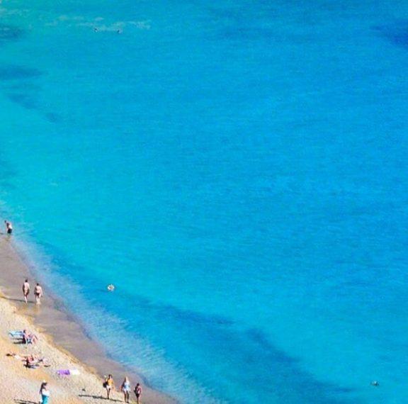 η-πρώτη-ελληνική-παραλία-όπου-απαγορε