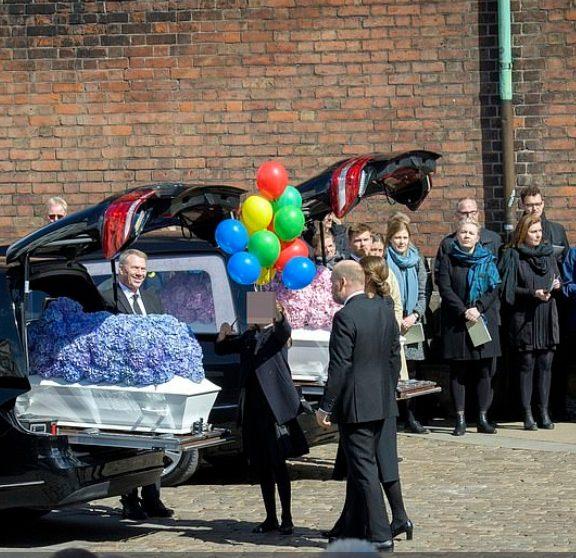 συγκίνηση-και-θλίψη-στην-κηδεία-των-πα