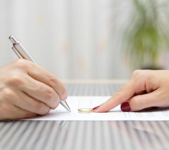 ο-σύζυγος-υπέγραψε-τα-χαρτιά-του-διαζ