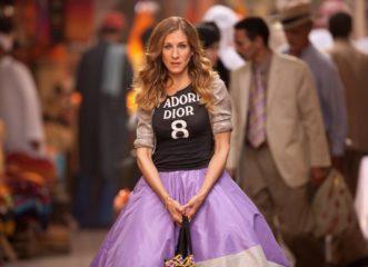 η-κάρι-μπράντσο-επιστρέφει-και-με-5-outfits-σο