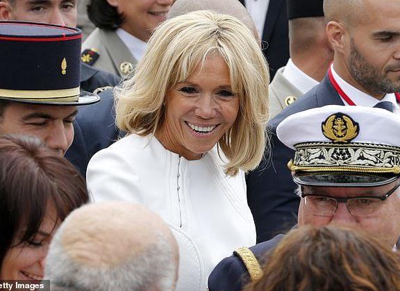 η-πρώτη-κυρία-της-γαλλίας-μπριζίτ-μακρ
