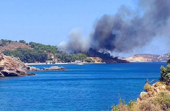μεγάλη-πυρκαγιά-στη-λέρο-εκκενώνετα