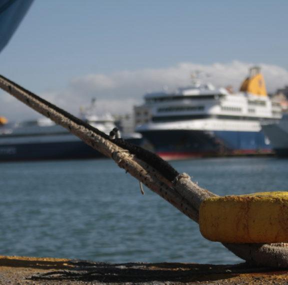 δεμένα-τα-πλοία-στα-λιμάνια-νέα-24ωρη-α