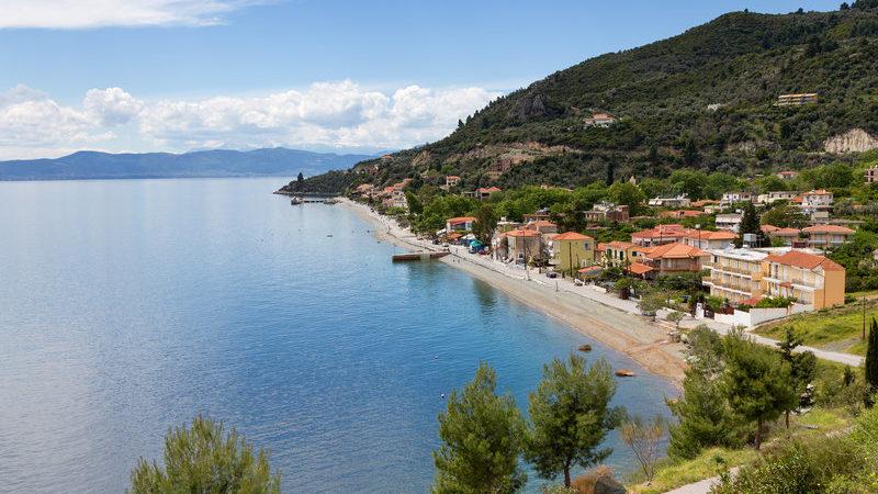 Εδώ θα κάνεις μπάνια όλο το χρόνο – Είναι η πιο ζεστή παραλία της Ελλάδας