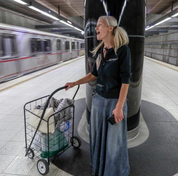 η-άστεγη-σοπράνο-που-έγινε-viral-υπέγραψε-σ