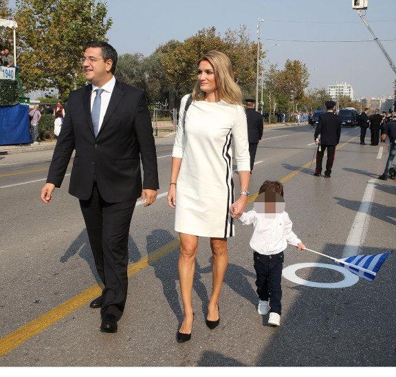 το-look-της-παρέλασης-το-μπλε-κοστούμι-της