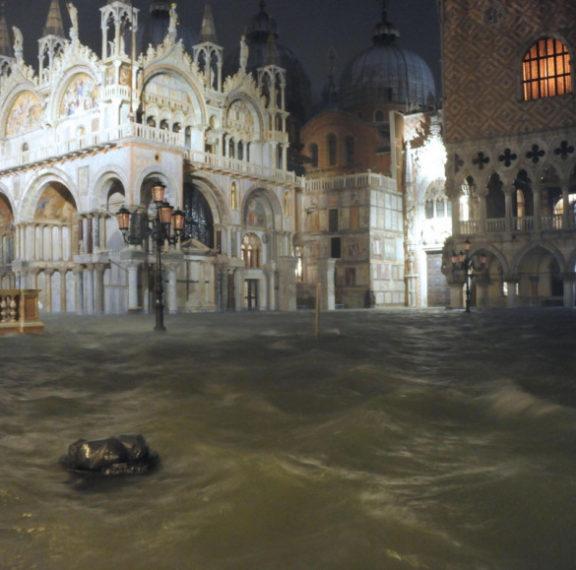 πνίγεται-η-βενετία-συγκλονιστικές-ει