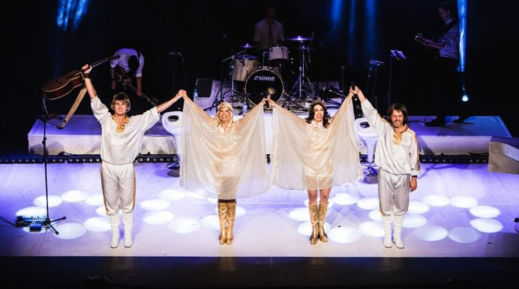 abba-mania-%cf%84%ce%bf-%ce%ba%ce%b1%ce%bb%cf%8d%cf%84%ce%b5%cf%81%ce%bf-musical-tribute-%cf%84%ce%bf%cf%85-west-end-%cf%83%cf%84%ce%b7%ce%bd-%ce%b1%ce%b8%ce%ae%ce%bd%ce%b10