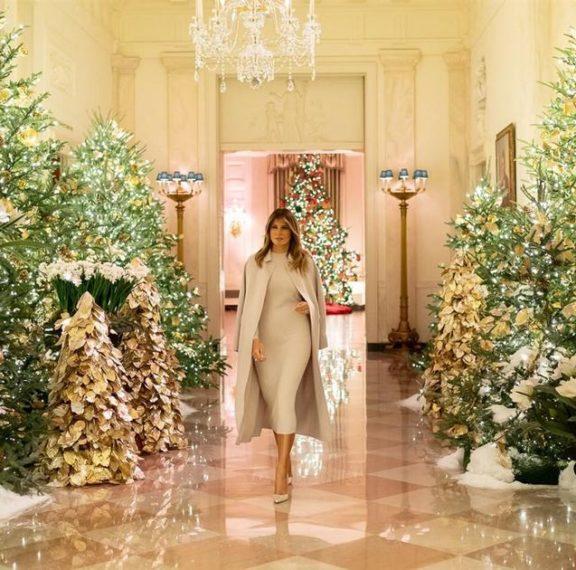 δείτε-τη-μελάνια-να-στολίζει-το-δέντρο