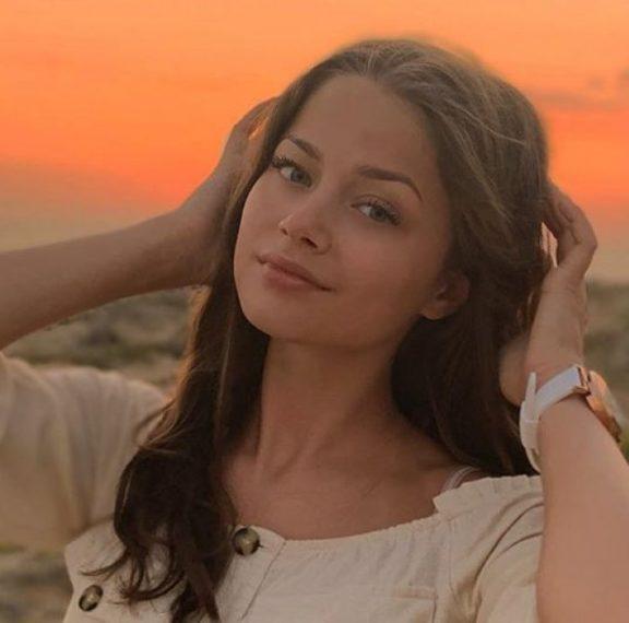 ποια-είναι-η-17χρονη-stefania-που-θα-πάει-στην-eurovision-20