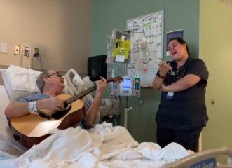 νοσοκόμα-και-καρκινοπαθής-τραγουδού
