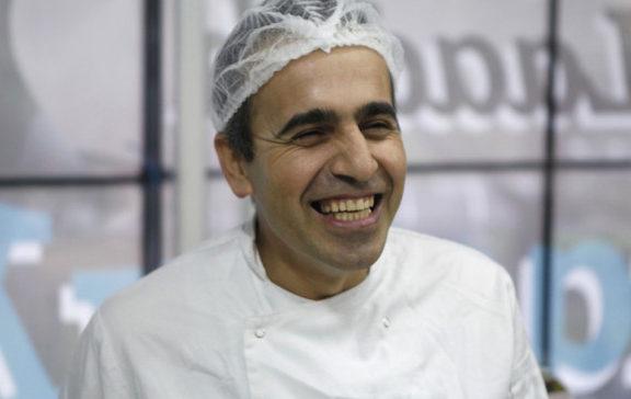 ιρανός-πρόσφυγας-άνοιξε-ζαχαροπλαστ