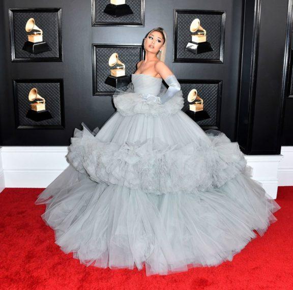 grammys-2020-το-πριγκιπικό-φόρεμα-της-αριάνα-γκρ