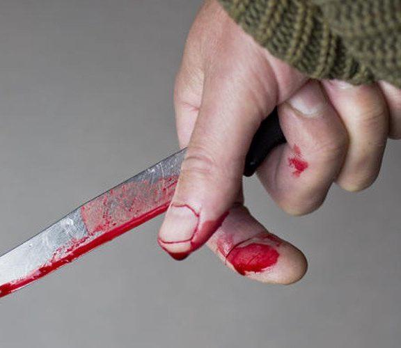 μητέρα-μαχαίρωσε-τη-17χρονη-κόρη-της-μετ