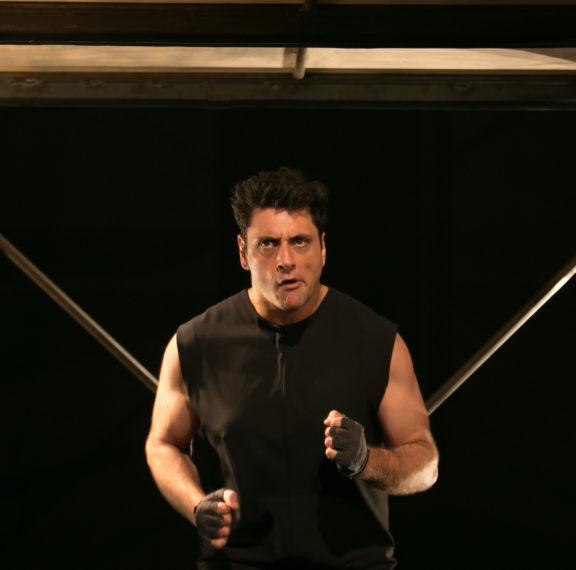 Κερδίστε διπλές προσκλήσεις για το «Mute» στο θέατρο Τζένη Καρέζη