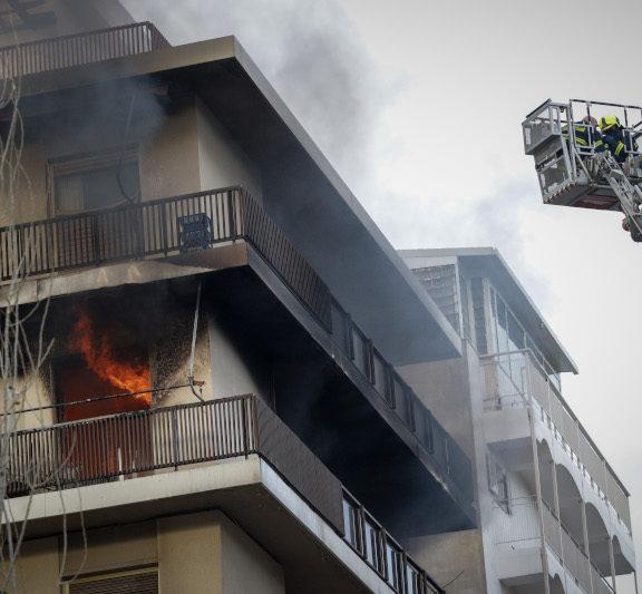 μεγάλη-φωτιά-σε-διαμέρισμα-στο-π-φάληρ