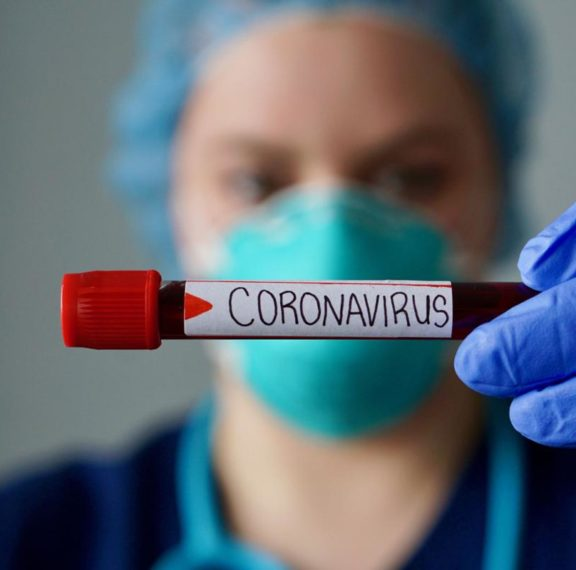 κορωνοϊός-κίνδυνος-για-1000-κρούσματα-τη