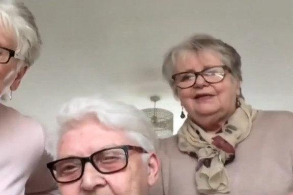 τρεις-ηλικιωμένες-φίλες-μετακομίζου