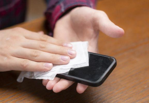 κοροναϊός-αγγίζουμε-5-427-φορές-το-κινητό