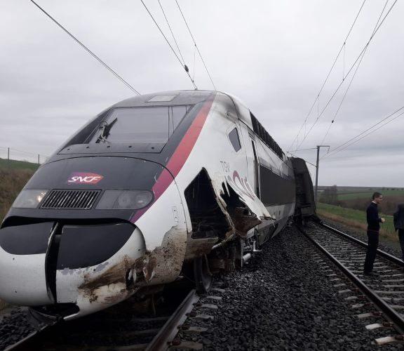 γαλλία-εκτροχιασμός-τρένου-με-348-επιβά