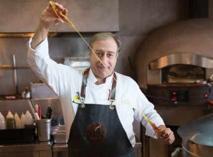 Ο σπουδαίος σεφ Γιάννης Μπαξεβάνης μάς μαθαίνει να μαγειρεύουμε στο Instagram