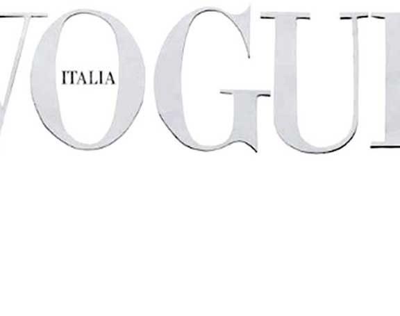 η-ιταλική-vogue-γράφει-ιστορία-με-το-λευκό-τ