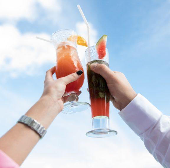 Τα 5 απόλυτα γυναικεία κοκτέιλ που επιβάλλεται να πιεις στη…. βεράντα σου- Πώς να τα φτιάξεις