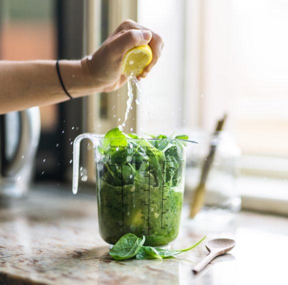 πιες-το-πράσινο-smoothie-της-ρις-γουίδερσπουν