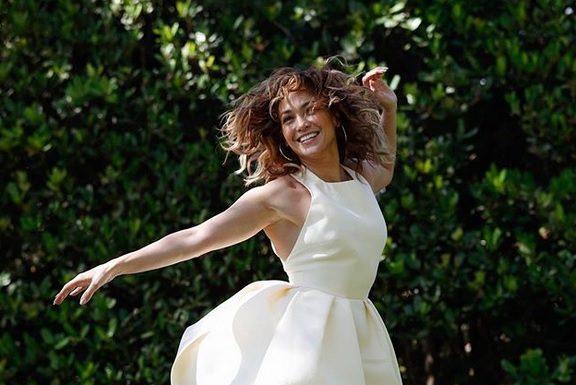 get-the-look-τα-πιο-μοντέρνα-λευκά-φορέματα-για-ν
