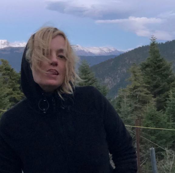 Αυτό είναι το βίντεο της Λένας Κιτσοπούλου που ξεσήκωσε αντιδράσεις- Σφαγμένα ελάφια και ωμά κρεατα