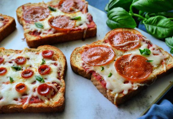 εύκολη-πίτσα-με-ψωμί-του-τοστ