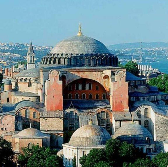 Απόφαση – ντροπή: Ο Ερντογάν μετατρέπει σε τζαμί την Αγία Σοφία – Υπογράφηκε το διάταγμα