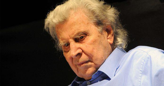 Ο Μίκης Θεοδωράκης κλείνει τα 96: Ο τελευταίος των «μεγάλων» που κέρδισε BAFTA και φλέρταρε με δύο Grammy