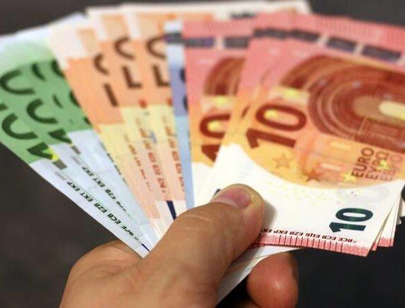 καταβάλλονται-σήμερα-τα-534-ευρώ-ποιοι