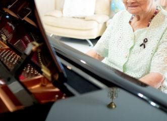 συγκινητικό-βίντεο-ηλικιωμένη-παίζε