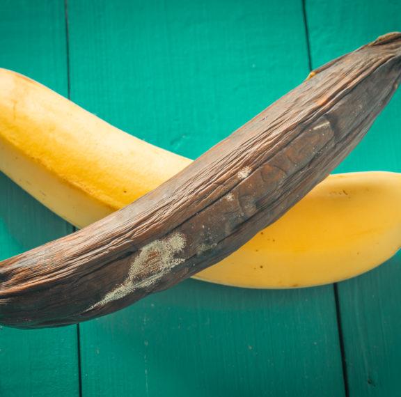 γιατί-μαυρίζουν-οι-μπανάνες-στο-ψυγεί