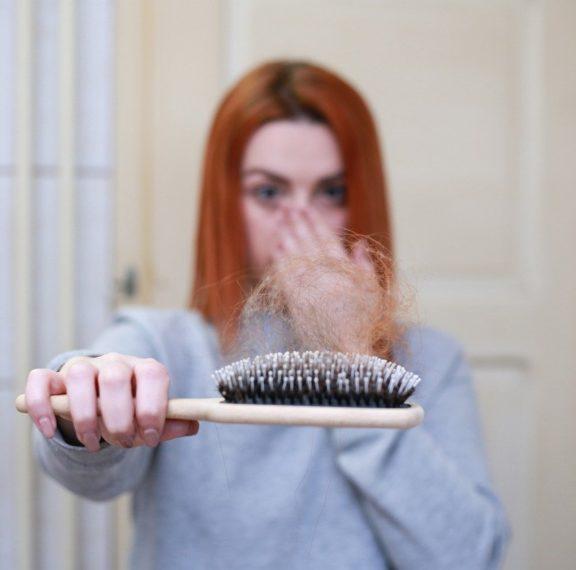 γιατί-πέφτουν-τα-μαλλιά-μας-το-φθινόπω