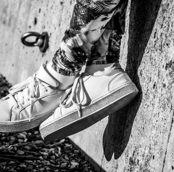 πώς-να-καθαρίσεις-τα-λευκά-σου-sneakers-θα-μοι