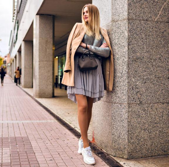 Πώς να διαλέξεις τα τέλεια λευκά sneakers – Το must have του φθινοπώρου (εικόνες)