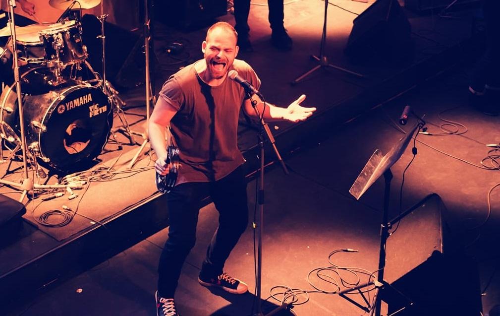 Πέτρος Παπαμιχαήλ: Ένας χαρισματικός μουσικός που θέλει να ζωντανέψει το «Πεθαμένο Όνειρο»