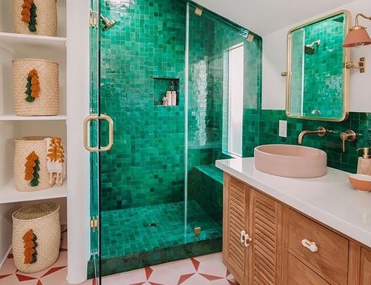 10 ιδέες για πολύχρωμα μπάνια που θα σας φτιάξουν αμέσως τη διάθεση