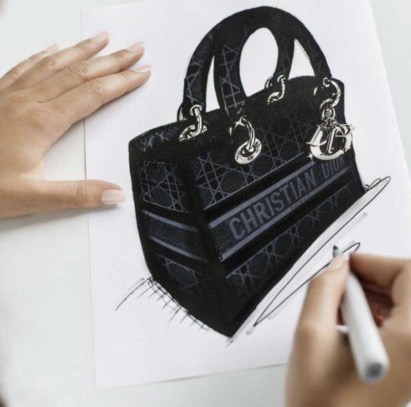 Μέσα στο ατελιέ του Dior: Όλη η μαγεία πίσω από τη δημιουργία της νέας τσάντας του οίκου