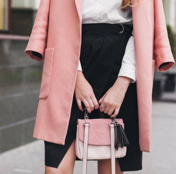 Βρήκαμε το στυλ φούστας που θα γίνει το αγαπημένο σου τον φετινό χειμώνα
