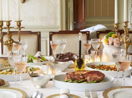 Αρνάκι γάλακτος στη γάστρα ή σιγομαγειρεμένο μοσχάρι με κρασί Βουργουνδίας: Μία απίστευτη γαστρονομική εμπειρία έρχεται στο σπίτι σας!