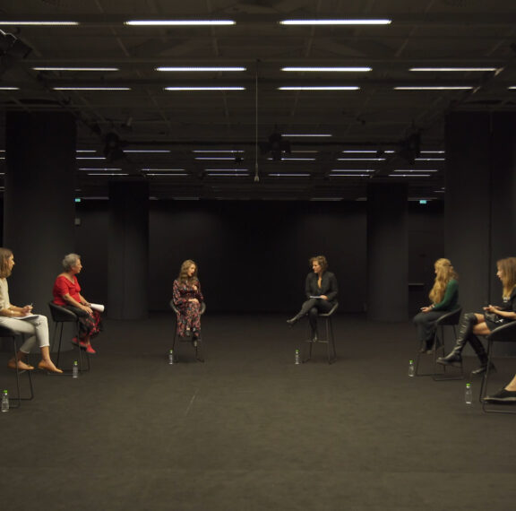 8-γυναίκες-συζητούν-πατριαρχία-σεξισμ